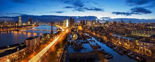 skyline notturno di Rotterdam