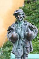 fontana del gooseman nella corte del palazzo di Hohenschwangau foto