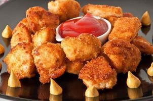 bocconcini di pollo fritto profumati freschi