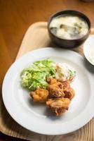 tori no karaage, pollo fritto giapponese foto