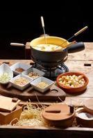 fonduta di formaggio svizzero foto