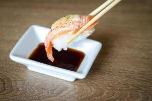 salmone sushi