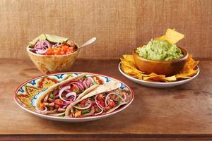 tacos messicani di carne e verdure di manzo
