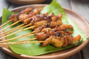 pollo asiatico satay foto