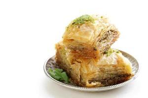 baklava dolce arabo turco con miele e le noci foto