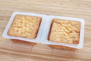 bolla di tofu fritta nel grasso bollente o tofu di cagliata di fagioli foto