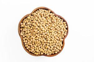 semi di soia in ciotola di legno foto