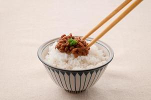 cucina giapponese, natto e riso foto