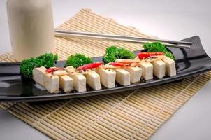 Tofu di seta con gochujang e olio di sesamo foto
