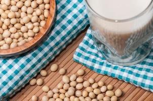 bicchiere di latte di soia foto