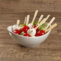 pomodoro con mozzarella e basilico foto