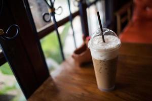 Pausa caffè con latte ghiacciato