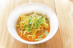 minestra di curry tailandese della tagliatella foto