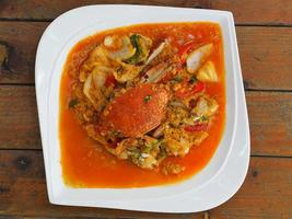 granchio fritto al curry giallo, curry saltato in padella foto