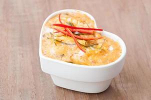 pesce al vapore con pasta di curry foto