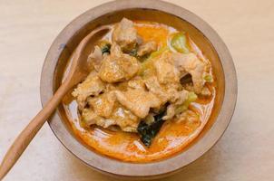 pasta di curry rossa salata con carne di maiale e latte di cocco (panang) foto