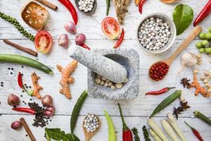 ingredienti alimentari tailandesi, gusto piccante e vegetale foto