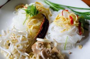 spaghetti di riso in salsa di latte di cocco (mee kati) foto