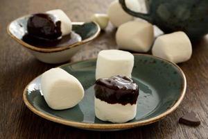 marshmallow con salsa shkoladnym. foto
