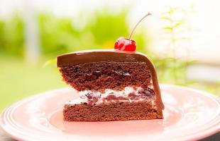 torta al cioccolato con ciliegia foto