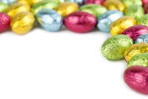 cornice di uova di cioccolato foto