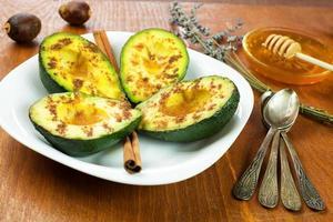 ricetta di avocado alla cannella foto