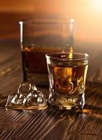 whisky e ghiaccio naturale foto