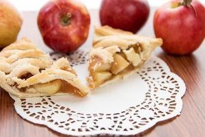 torta di mele affettata al forno fresca