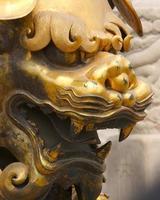 leone cinese in ottone foto