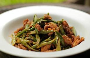 pasta di curry rossa con fagioli. foto