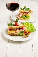 toast con formaggio e prosciutto foto