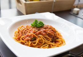 gustosa salsa di maiale agli spaghetti foto