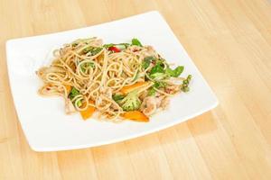 spaghetti con la Tailandia fritta piccante.