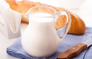 brocca di latte foto