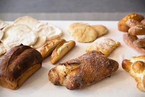 assortimento di pane cotto foto