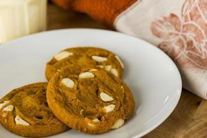 biscotti speziati di zucca con zabaione foto