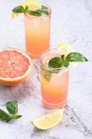 cocktail di pompelmo rosa fresco foto