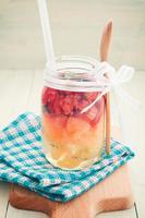 la gelatina che si trova nel barattolo di vetro foto