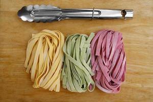 fettuccine di pasta colorata