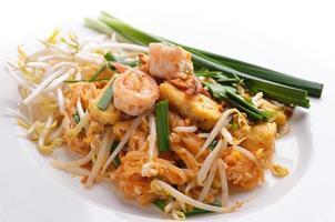 Thai Food Pad Thai, mescolare gli spaghetti con gamberi