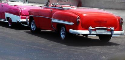 vista di bellissime auto d'epoca convertibili