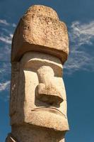 Statua di Rapa Nui a Viterbo, Italia foto