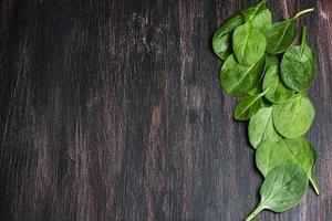 frullato di spinaci verdi foto