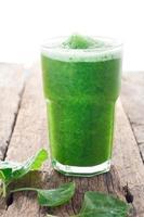 frullato di spinaci, bevanda sana foto
