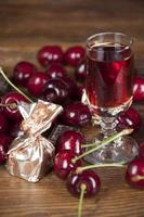 liquore al cioccolato e ciliegia foto