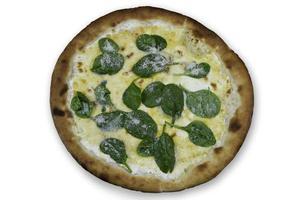 pizza italiana restaurante con foglie di basilico foto