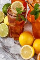 bicchieri di tè freddo foto