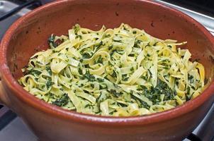 pasta all'uovo con spinaci foto