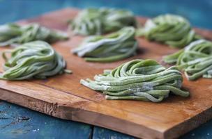pasta fatta in casa con spinaci.