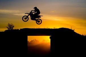 saltare sulla corsa campestre